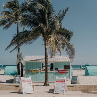 Météo France annonce un grand soleil sur tout le pays pour ce dimanche ☀️ ⠀⠀⠀⠀⠀⠀⠀⠀⠀ ⠀⠀⠀⠀⠀⠀⠀⠀⠀ Alors même si tout le monde n'a pas un accès direct à la plage on vous plonge en bord de mer avec cet incroyable kiosque de plage. 🌴⠀⠀⠀⠀⠀⠀⠀⠀⠀ ⠀⠀⠀⠀⠀⠀⠀⠀⠀ On vous aurait bien servi un smoothie frais ou un café latté nous🍓🍉🍋⠀⠀⠀⠀⠀⠀⠀⠀⠀ ⠀⠀⠀⠀⠀⠀⠀⠀⠀ Un peu de bronzage au programme pour vous ? ⠀⠀⠀⠀⠀⠀⠀⠀⠀ ⠀⠀⠀⠀⠀⠀⠀⠀⠀ #sunday #coffee #coffeelover #sun #miami #goodvibes #weekend #chill #art #creation #coffeeshop #paris #feelgood #coffeetime #enjoy #kalkcoffeeshop #color #colorful #goodmood #sun #beach #healthy #palmtrees #nature #greenlife #paper #lover #diy
